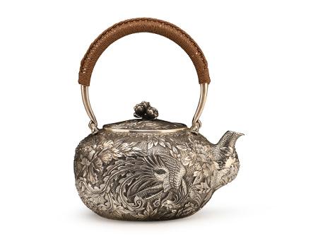 小笠銀器 鳳凰紋牡丹鏨刻銀壺